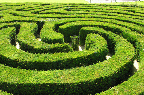 Sharpen your mind and your eyes with mazes (puzzle games)